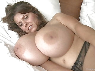 brunette close-up upornia milf