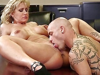 office pussy licking upornia milf