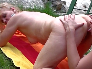 blonde brunette upornia hd